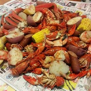 Cabbage Island Clambake featuring, lobsters, corn, potatoes, onions and more!
